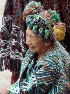 Mujer con traje tradicional en el mercado - Woman with typical dress in market; Nebaj, Quiché, Guatemala — Fotopedia
