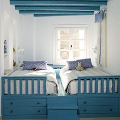 Cute idea for a tiny two-kid room.