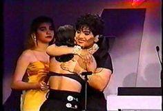 Suzette hugging Selena <3 Selena Quintanilla Perez, Suzette Quintanilla, Selena And Chris Perez, Cute Braces, Lake Jackson, Queen Pictures, Bad Girl Aesthetic, Her Music, American Singers