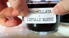 Marmellata di Cipolle Rosse fatta in casa con una ricetta semplice solo cipolle, zucchero di canna, aceto balsamico e foglie di alloro. Un