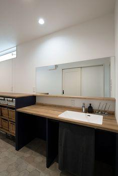 キッチンを囲む笑顔あふれる暮らし|施工実績|愛知・名古屋の注文住宅はクラシスホーム Washroom, Dressing Room, Home Renovation, Laundry Room, Sink, Kitchen, Natural Interior, House, Home Decor