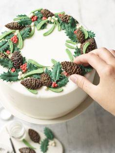 Our Ultimate Christmas Cake Christmas Cake Designs, Christmas Cake Decorations, Holiday Cakes, Christmas Desserts, Christmas Treats, Christmas Cakes, Xmas Cakes, Icing Decorations, Christmas Biscuits