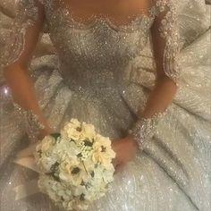 Extravagant Wedding Dresses, Desi Wedding Dresses, Celebrity Wedding Dresses, Pakistani Bridal Dresses, Gorgeous Wedding Dress, Wedding Gowns, Arab Wedding, Pretty Dresses, Marie