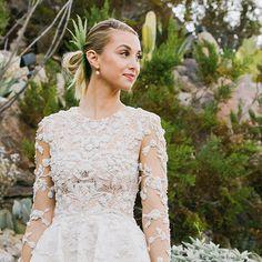 Whitney Port, één van de hoofdrol speelsters uit de bekende Amerikaanse reality soap The Hills, zag er zo uit op haar huwelijksdag.