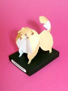 Cachorro de papel feito com recorte e dobradura. Modelo da raça Pomeranian (Lulu da Pomerania ou Spitz Alemão).