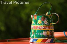 English canal boat painting Floating Homes, Boat Projects, Boat Painting, Canal Boat, Narrowboat, Caravans, Rivers, Travel Pictures, Walks