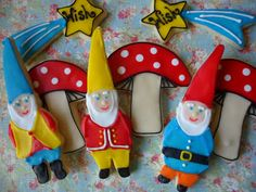 the enchanted oven: How to make rosy cheeks on a gnome cookie