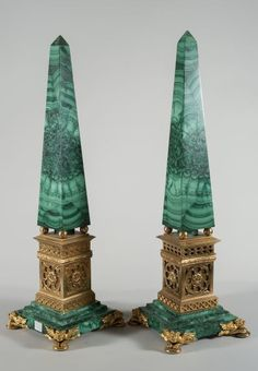 A Pair of obelisks in malachite and gilded bronze with feet like in the shape of 4 dragons supporting a square base (h 59.5 cm)