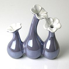 @Overstock - This beautiful triple periwinkle porcelain flower vase features contrasting pearl white petals. The pearl finish of this decorative vase allows the color to beautifully change as the light shifts or as you walk around this piece.http://www.overstock.com/Home-Garden/Porcelain-Pearl-Periwinkle-Flower-Vase/5686749/product.html?CID=214117 $23.49