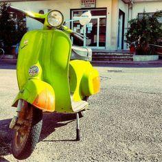 "143 curtidas, 1 comentários - INSTAVESPAITALIA© (@instavespaitalia) no Instagram: ""~verde ruggine  ~ #vespa #vespone #vespa50 #lime #verde #ruggine #orange #old #classic #sun…"""