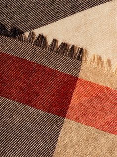 Discover Burberry cashmere scarves in a variety of colours, prints and seasonal patterns.