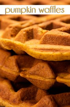WAFFLES DE ABÓBORA 》》》》Kick off Fall eating season with these delectable Pumpkin Waffles perfect for your morning breakfast.