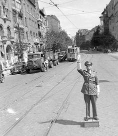 Ilyen is volt Budapest - Móricz Zsigmond körtér Old Pictures, Old Photos, Vintage Photos, Budapest City, Historical Photos, Street View, Marvel, Urban, History