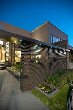 Casa LC - Modern bungalow wall design