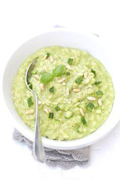 risotto con pesto di zucchine, basilico e caprino