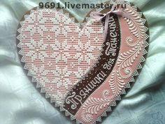 Купить или заказать Пряник 'Юбилейный' в интернет-магазине на Ярмарке Мастеров. Большой пряник-сердце для торжественного случая с кружевным рисунком.Отличный подарок к юбилею,свадьбе и любому другому торжеству!