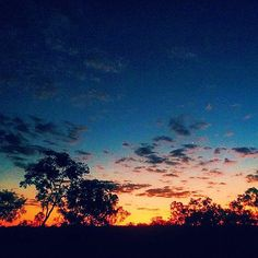 """Author / Writer about Mental Health Training and Life Coach Therapist : """"Australia and its sunsets! This is the view from our awesome couchsurfing host's property, pretty great to look at!"""" Photo by @rooftopantics #csgenerosity #couchsurfing #australia #sunset #shareyourlife by couchsurfing"""
