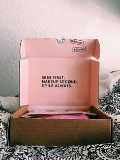 Good idea for incorporating notes/branding on inside of box - even a thank you note? Cute Packaging, Beauty Packaging, Brand Packaging, Box Branding, Packaging Design Box, Product Branding, Packaging Boxes, Coffee Branding, Product Packaging