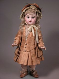 Maspinelli.com is another great source for antique dolls for sale...Gorgeous Jumeau isn't she?