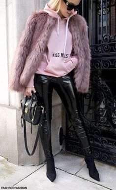 Pink fur coat, black leather pants and a pink sweatshirt.the perfect combination of chic, casual & glam street style! Fur Fashion, Winter Fashion Outfits, Fall Winter Outfits, Look Fashion, Autumn Winter Fashion, Fashion Trends, Sporty Fashion, Winter Style, Trendy Fashion