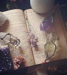 Imagen de book, crystal, and magic