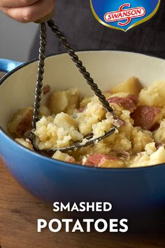 A side dish doesn't get any easier than combining 3 ingredients and smashing them together to a desired consistency. All you need are Swanson Chicken Broth, red potatoes, and butter to make great-tasting mashed potatoes. Smashed Potatoes Recipe, Making Mashed Potatoes, Mashed Potato Recipes, Thanksgiving Side Dishes, Thanksgiving Recipes, Thanksgiving Traditions, Dinner Entrees, Dinner Recipes