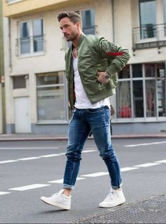 32 Casual Bomber Jacket Outfits For Winters, Distinct trends of collar are offered in leather bomber jacket. For winters, you can put on a bomber jacket to appear totally wonderful. Even supposin. Stylish Men, Men Casual, Bomber Jacket Outfit, Jacket Jeans, Mode Man, Herren Style, Herren Outfit, Popular Mens Fashion, Men Looks