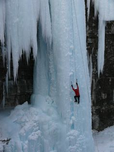 ice climbing in Banff Alberta