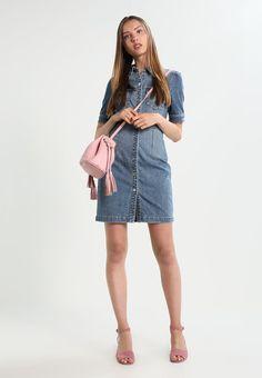 f7e60a880e5 ¡Consigue este tipo de vestido vaquero de Vero Moda ahora! Haz clic para ver