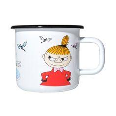 Colorful enamel mug featuring Little My. Brighten your coffee- and tea moments with this mug. Muurla combines design with durability in this retro Moomin enamel mug.Värikäs Pikku Myy emalimuki. Piristä kahvi- ja teehetkiäsi tällä mukilla. Muurla yhdistää muotoilun ja kestävyyden tässä retro Muumi emalimukissa.Färggrann Lilla My emaljmugg. Piggar upp dina kaffe- och testunder. Muurla kombinerar design med hållbarhet i denna retro Mumin emaljmugg.