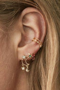 Ear Jewelry, Cute Jewelry, Body Jewelry, Jewelery, Jewelry Accessories, Tiny Stud Earrings, Cute Earrings, Gold Earrings, Pretty Ear Piercings