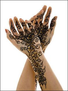 Henna versiering van de handen bij Islamitische feesten(bruiloft)