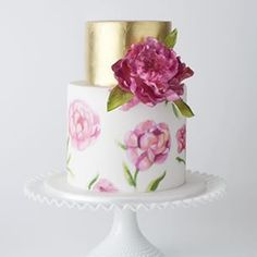 Love to create custom variations on our 'flowers in bloom' cake! Hand painted bottom tier based on the bride's wedding day stationery with hand made sugar peony #cake #weddingcake #fondantcake #handpainted #peony #nicolaandandrewswedding #cakeink