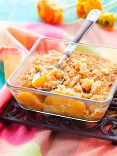 The Dessert You Never Knew You Needed Easy Peach Crumble Rezept – Easy Thanksgiving Dessert Rezept – Marie Claire Mini Desserts, Just Desserts, Delicious Desserts, Dessert Recipes, Yummy Food, Fruit Recipes, Summer Recipes, Weight Watcher Desserts, Marie Claire