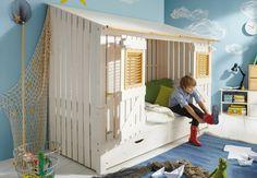 Abenteuerbett Strandhaus ↠Entdecken sie bei uns im Onlineshop eine fantastische Auswahl an #Abenteuerbetten, die die Phantasie ihrer Kinder anregen:  https://www.more2home.de/abenteuerbett-pirat-iv-halbhoch-2009/ ↠ #Kinderbetten #Abenteuerbett #Hochbett #Kinderzimmer