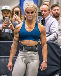 Living the fitness lifestyle is the most rewarding part of my life! We have to get it in our minds that living fit is more than a gym workout or a series of well planned meals, it truly is a lifestyle. Crossfit Body, Crossfit Women, Crossfit Athletes, Sara Sigmundsdottir, Sport Top, Rogue Fitness, Muscular Women, Muscle Girls, Women Muscle