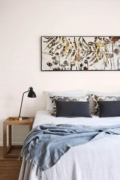 Awesome Home Decor tips are offered on our website. Have a look and you wont be sorry you did. Cute Dorm Rooms, Cool Rooms, Master Bedroom, Bedroom Decor, Modern Bedroom, Bedroom Ideas, Farmhouse Side Table, Coastal Bedrooms, Living Room Designs