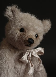 """Mitka - 14"""" Humble-Crumble - www.victoriaallum.co.uk Dont Feed The Bears, Charlie Bears, Vintage Teddy Bears, Poodles, Vintage Dolls, Plushies, Collagen, Art Dolls, Bunny"""