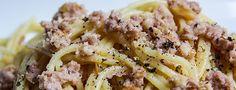 """*** Pasta mit Walnuss-Sauce *** Heute gibt es das letzte Rezept vor Weihnachten, welches ich noch einmal aus dem Buch """"VEGAN international"""" von Gabriele Lendle entnommen habe. Diese Pasta mit einer wunderbaren Walnuss-Sauce haben uns so überzeugt, dass wir sie auch guten Gewissens als veganes Gericht für die Feiertage empfehlen können."""
