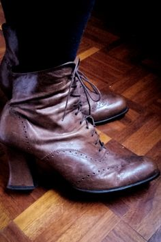 Victorian style vintage brown leather / laced up / heel boots by IndianYepaVintage on Etsy