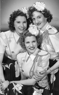 1940's america | 1940s: The Andrews Sisters ,Maxene,Patty,LaVerne America's favorite singing sisters