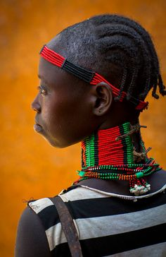 Hamer woman with a big beaded necklace. Dimeka market, Ethiopia | ©Eric Lafforgue