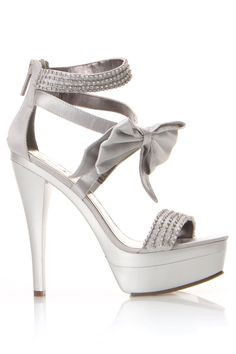 would be a awesome pair of heels for my bridesmaids!!