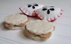 Felt Play Food - Apple Wedges & Peanut Butter Crackers. $11.50, via Etsy.