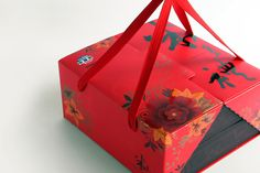 Beautiful red box Cake Packaging, Gift Box Packaging, Brand Packaging, Eid Hampers, Chinese Design, Chinese Style, Hamper Boxes, Parcel Box, Gift Box Design