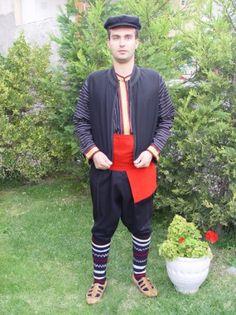 LOCAL TRADITIONAL COSTUME OF NEOCHOROUDA – PENTALOFOS Greek Traditional Dress, Traditional Outfits, Greek Costumes, Macedonia Greece, Folk Clothing, Alexander The Great, Greeks, Headpiece, Embroidery