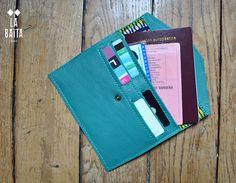 portefeuille enveloppe en cuir bleu canard et noeud doré