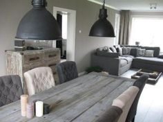 Nice combination of a rustic interior with industrial lamps
