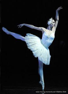Polina Semionova as Odette in Swan Lake.  Photos by Bettina Stoess