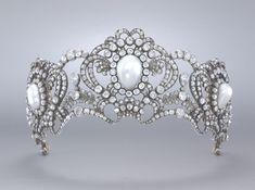 1913, Tiara of Archduchess Marie Valerie by Köchert. Gold, silver, pearls, and diamonds.